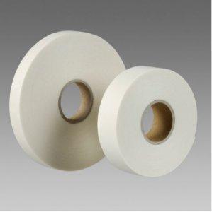 Obojstranne lepiaca a upevňovacia páska v návinoch rolí